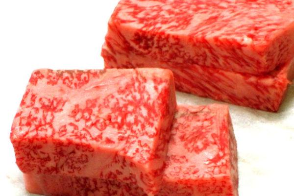 神戸牛を使ってサーロインステーキの実演会を開催しました